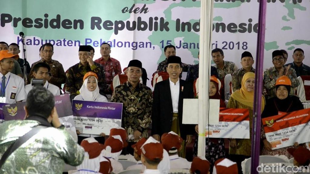 Bagikan KIP dan PKH di Pekalongan, Ini Pesan-pesan dari Jokowi