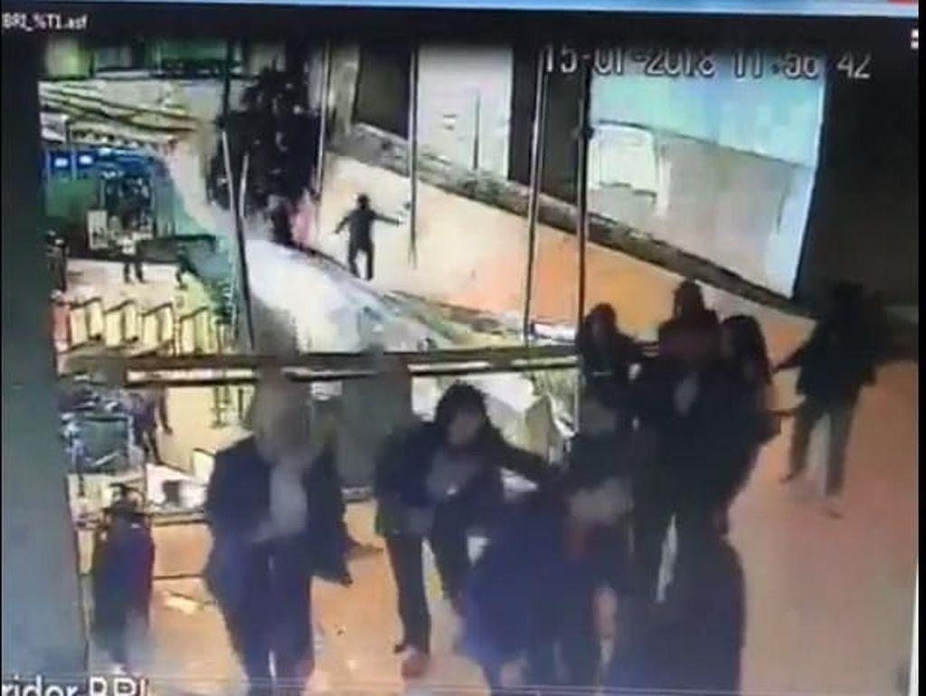 Video: Detik-detik Ambruknya Selasar Tower II BEI