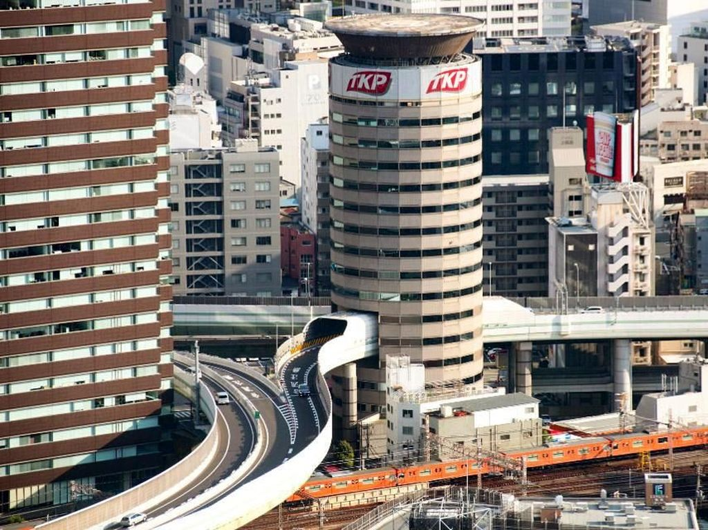 Bikin Melotot! Ada Jalan Tol Tembus Gedung di Jepang