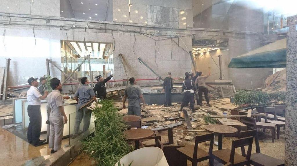Foto: Hancur Berantakan, Begini Suasana Bagian Dalam Tower II BEI