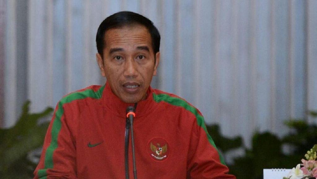 Foto: Saat Jokowi Pimpin Rapat Terbatas Pakai Jaket Timnas