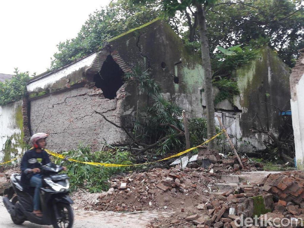 Penampakan Tembok Keraton Surakarta yang Ambrol Tadi Malam