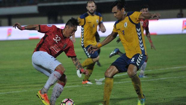 Bali United saat menghadapi Tampines Rovers. Serdadu Tridatu bermain imbang 1-1 lawan Global Cebu. (
