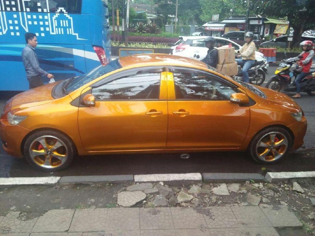 Mobil Bermuka Dua Ditilang Habis Pulang dari Bengkel
