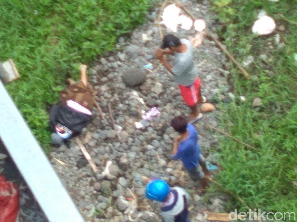 Polisi Lacak Motor Pria Tertelungkup di Bawah Jembatan Lumajang