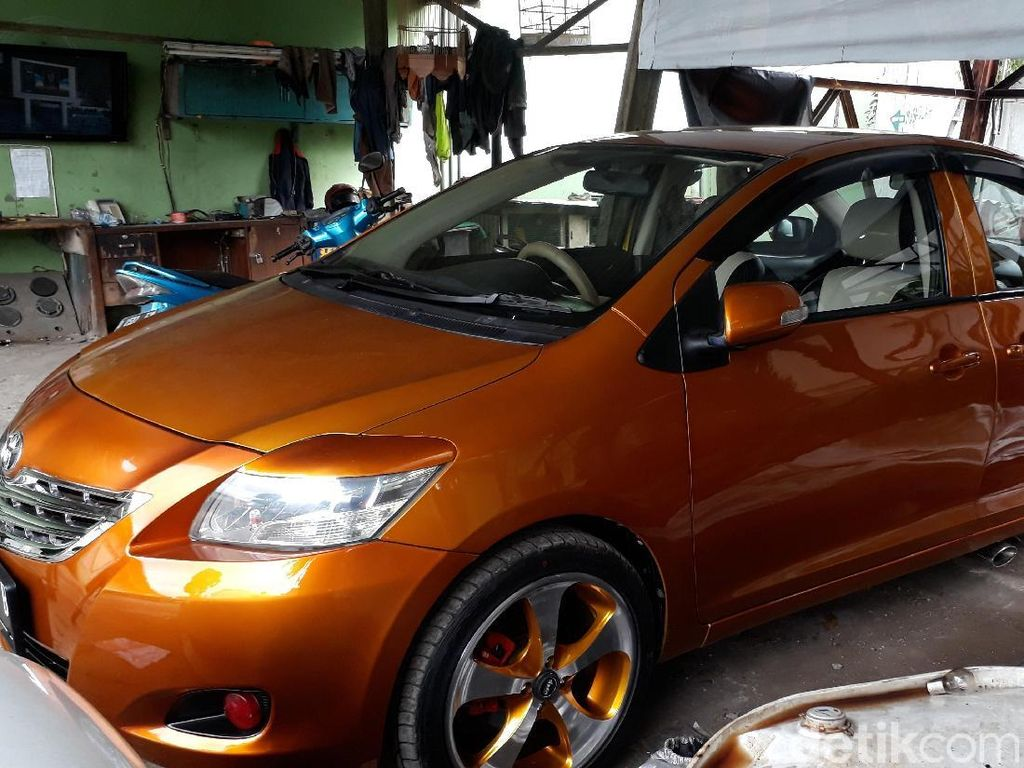 Mobil Bermuka Dua Dibuat Selama 6 Bulan