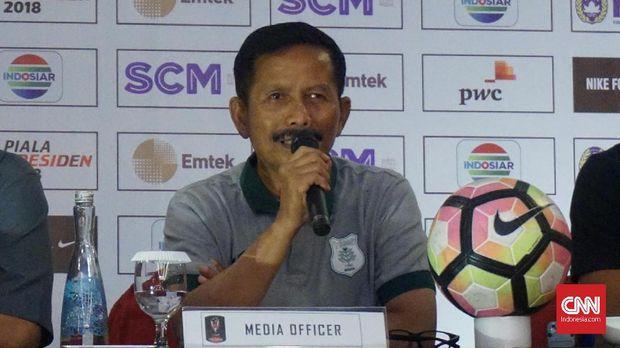 Djadjang Nurdjaman diklaim bertanggung jawab atas performa Persebaya.