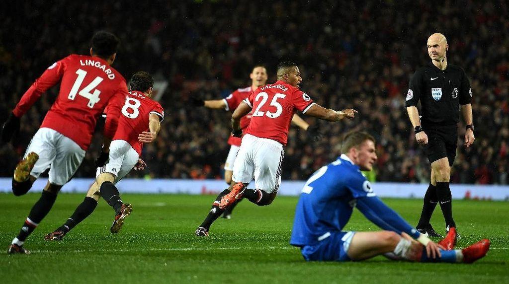 MU Sementara Unggul 2-0 atas Stoke