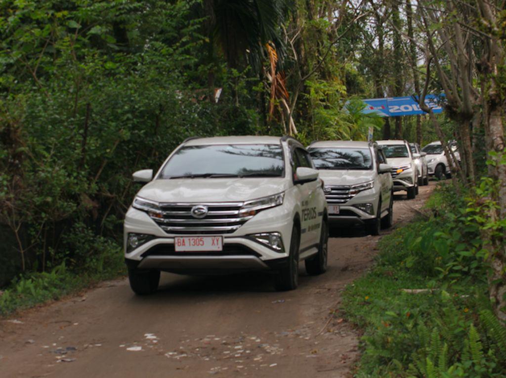 Uji Ketangguhan All New Terios di Tanah Minang