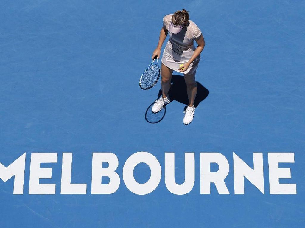 Ademnya Senyum Sharapova di Bawah Terik Matahari Melbourne
