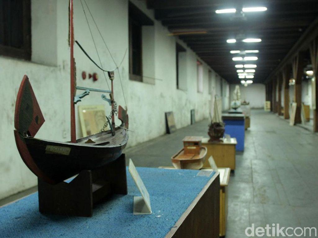 Foto: Mengenang Koleksi Museum Bahari Jakarta Sebelum Terbakar