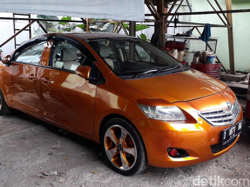 Mobil Bermuka Dua Sengaja Berkeliaran Supaya Ditilang Polisi