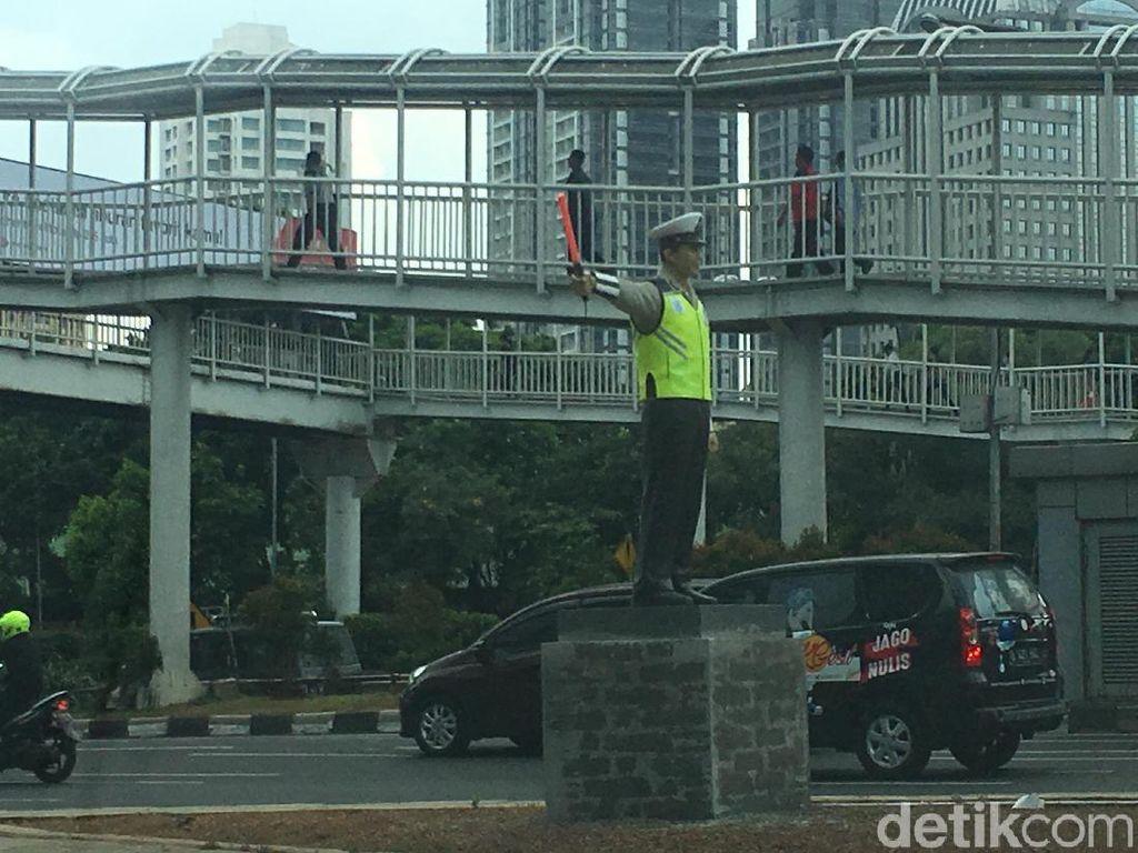 Ada Patung Polisi di Semanggi, Buat Apa Ya?