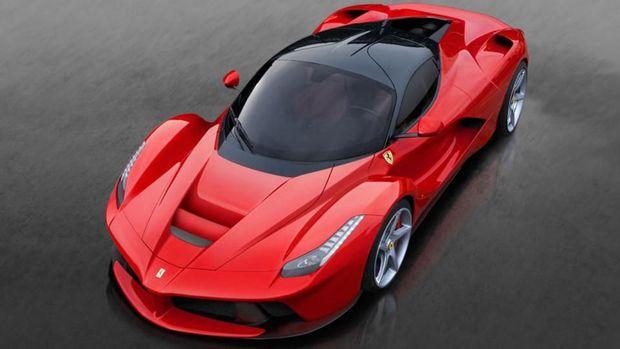 LaFerrari menjadi salah satu mobil sports yang diminati pesepakbola papan atas dunia.