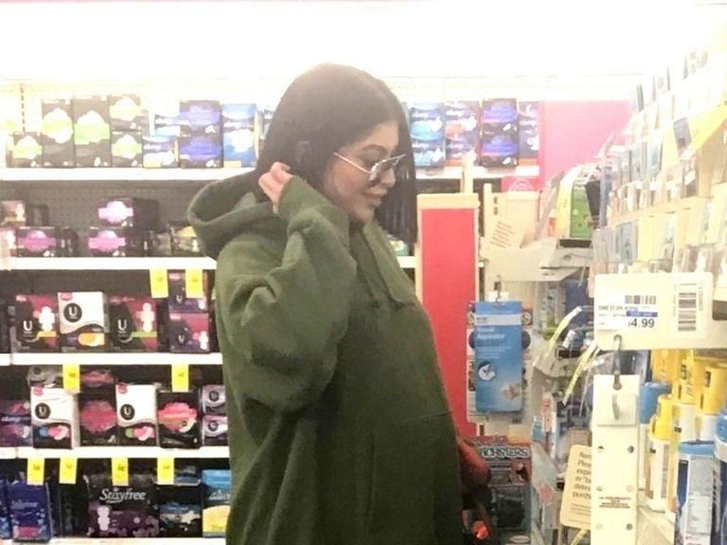 Alasan Kylie Jenner Sembunyikan Kehamilannya