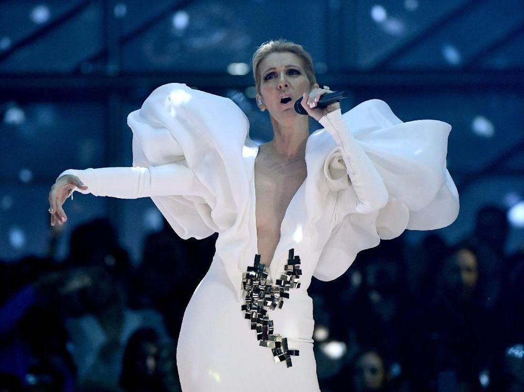 Intip Penampilan Celine Dion di Atas Panggung