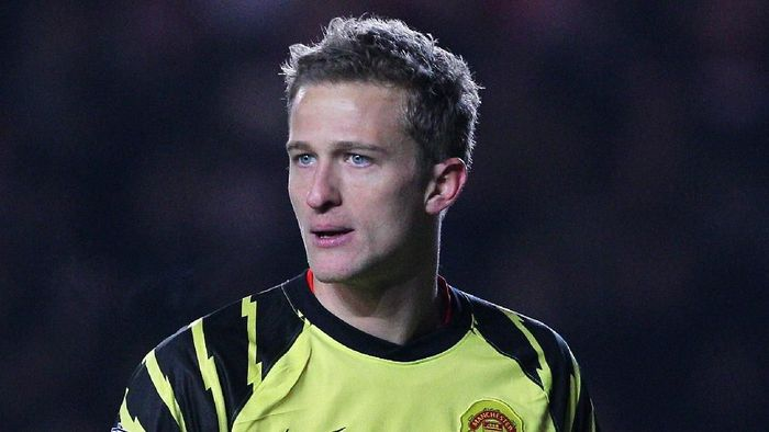 SOUTHAMPTON, ENGLAND - JANUARY 29: Goalkeeper Anders Lindegaard of Manchester United looks on during the FA Cup sponsored by E.ON 4th Round match between Southampton and Manchester United at St Marys Stadium on January 29, 2011 in Southampton, England.  (Photo by Clive Rose/Getty Images)