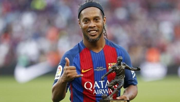 Ronaldinho memutuskan pensiun pekan lalu (Pau Barrena/AFP)