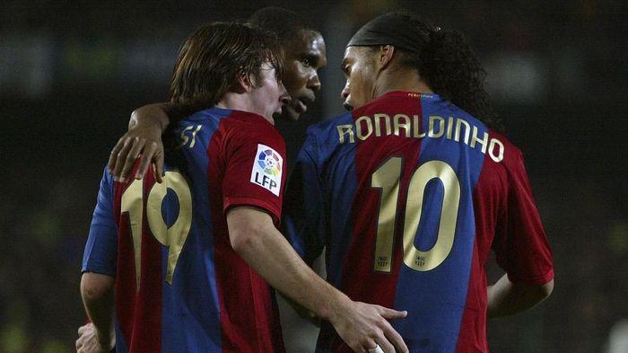 Ronaldinho dan Lionel Messi di Barcelona (AFP PHOTO / CESAR RANGEL)