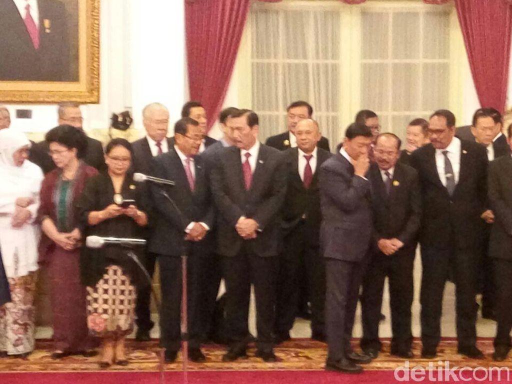 Foto: Senyum Teten dan Khofifah yang Direshuffle Jokowi