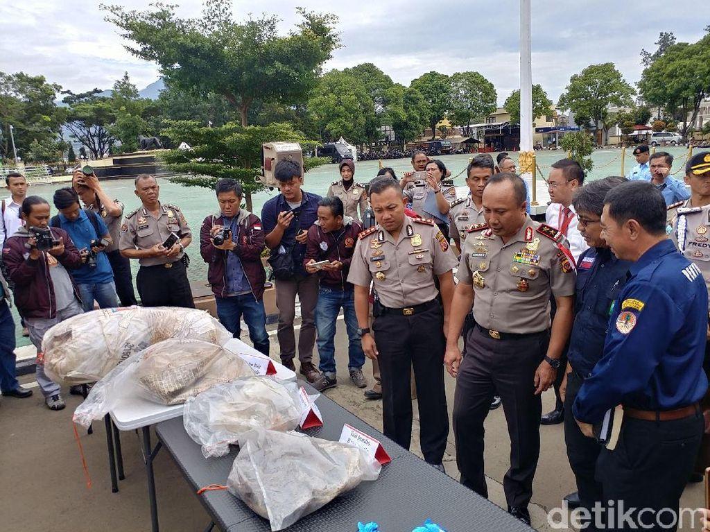 Polisi Gagalkan Pencucian 78 Ton Karung Beracun di Citarum