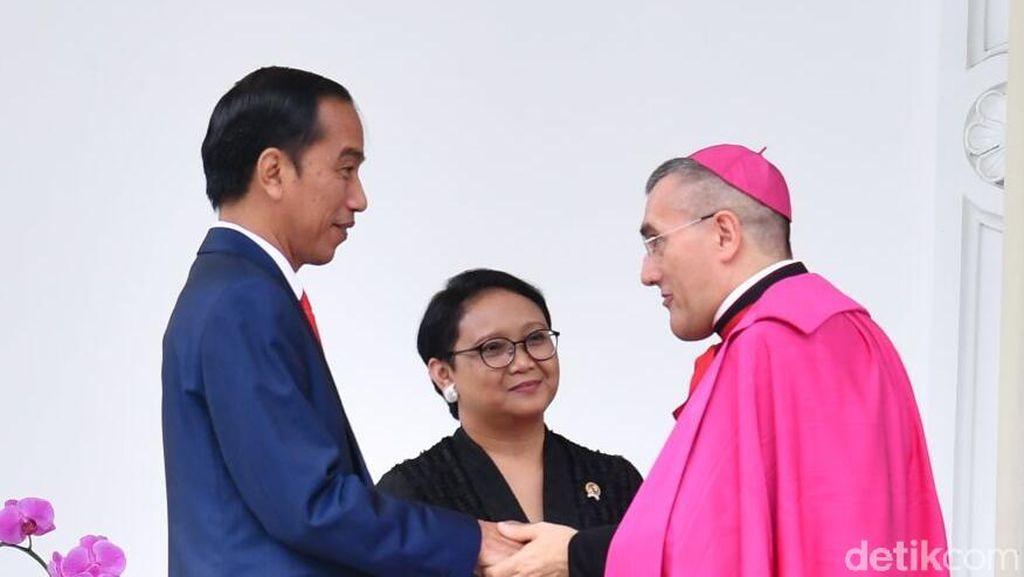 Jokowi Terima Kredensial 9 Dubes Baru, Termasuk Palestina dan Vatikan