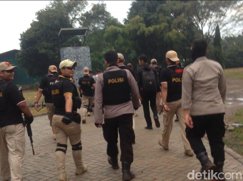 Video Polisi Bersenjata Berjaga di Gedung Eks TPI