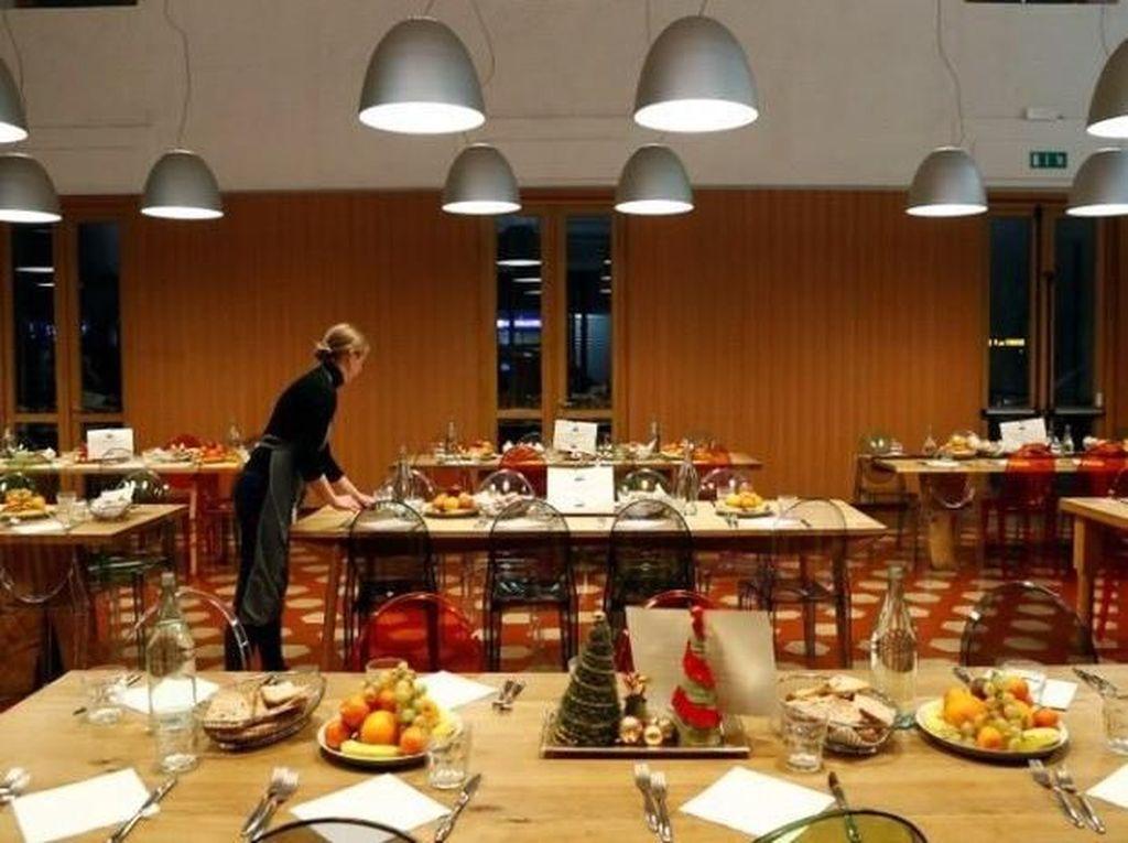 Bantu Orang Tak Mampu, Chef Massimo Bottura Bikin Dapur Umum Berkonsep Restoran