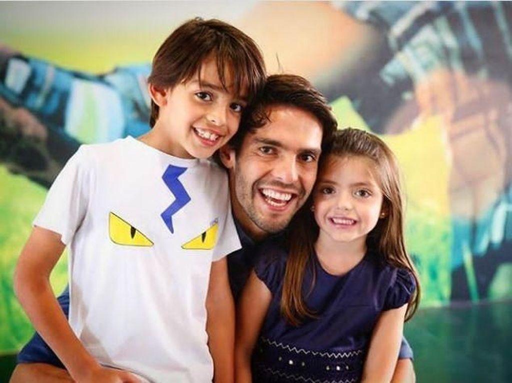 Potret Mesra Legenda AC Milan, Kaka, dan 2 Anaknya