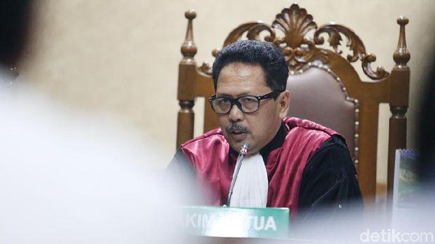 Ini Penjelasan Lengkap PN Jakpus Soal Hakim Foto Pose Pistol Dua Jari