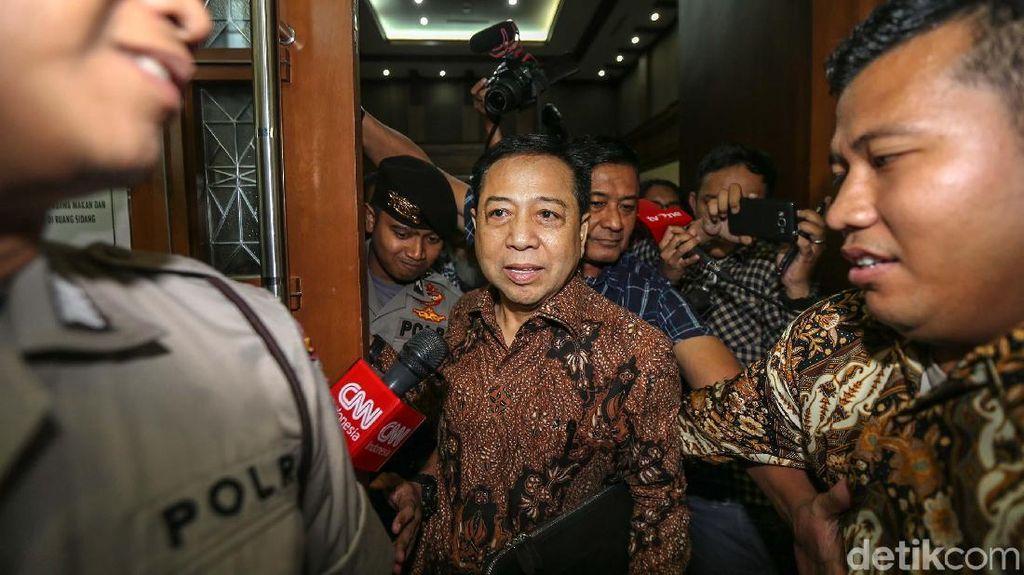 Diserbu Wartawan Usai Sidang, Novanto Tetap Tenang