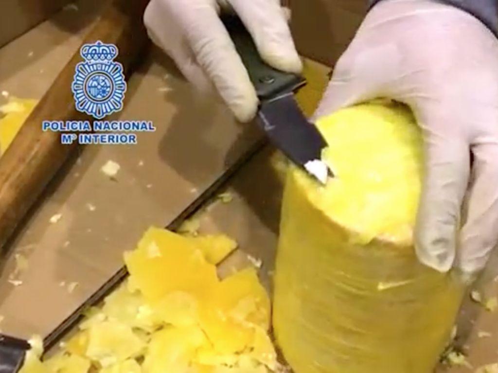 Foto: Modus Sembunyikan Kokain Dalam Nanas di Portugal