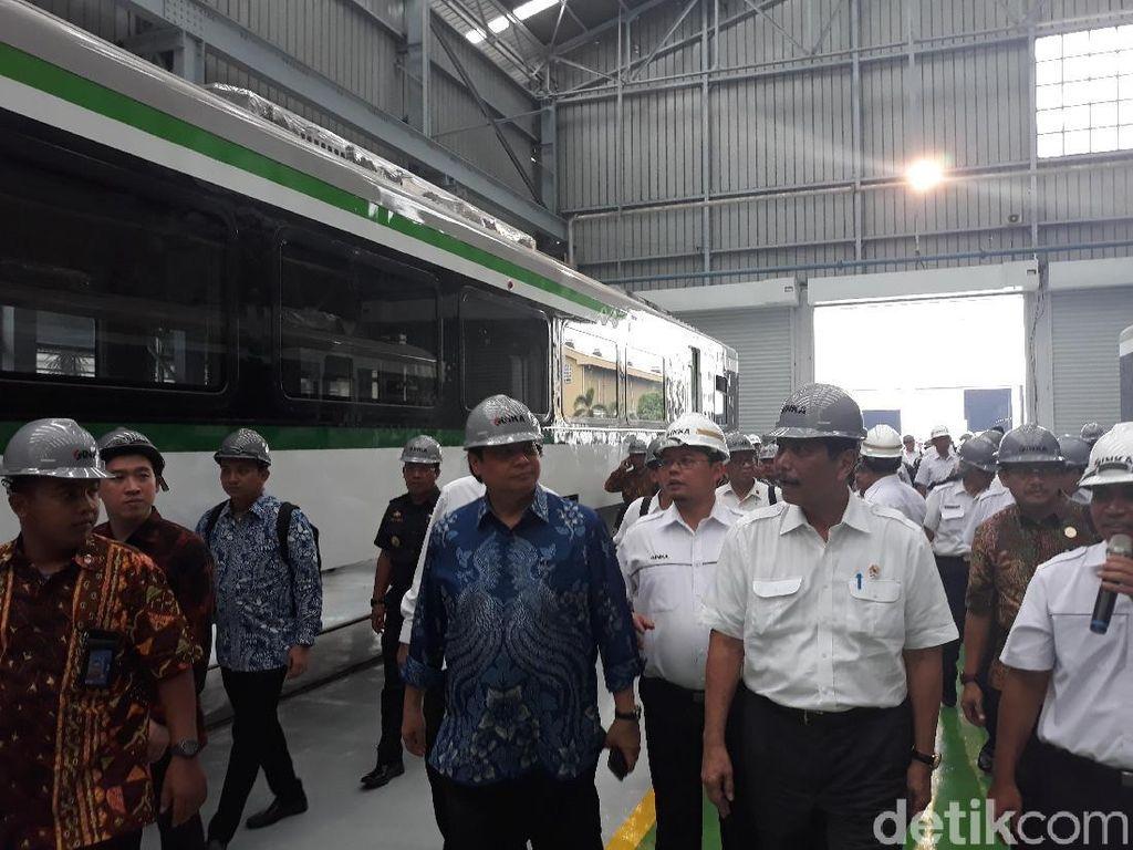 Luhut Cerita Tolak Keras Kereta LRT Jabodebek Pakai Produk Impor