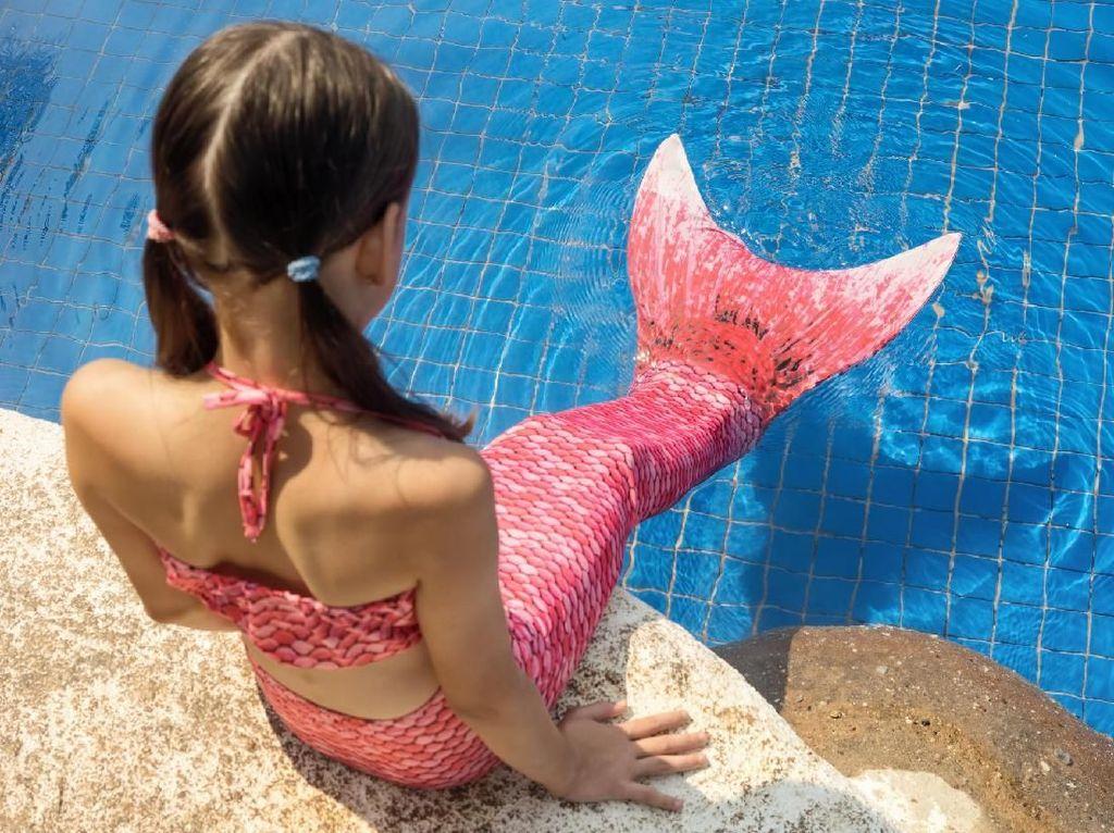 Ada Risiko Tenggelam di Balik Cantiknya Baju Renang Ekor Mermaid