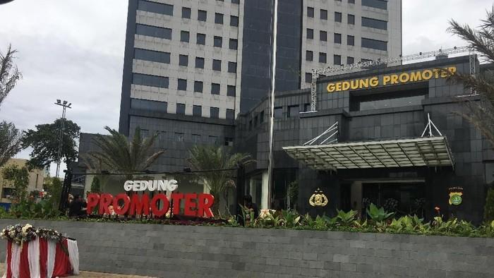 Pembangunan gedung Promoter Polda Metro Jaya berlangsung selama 13 tahun.