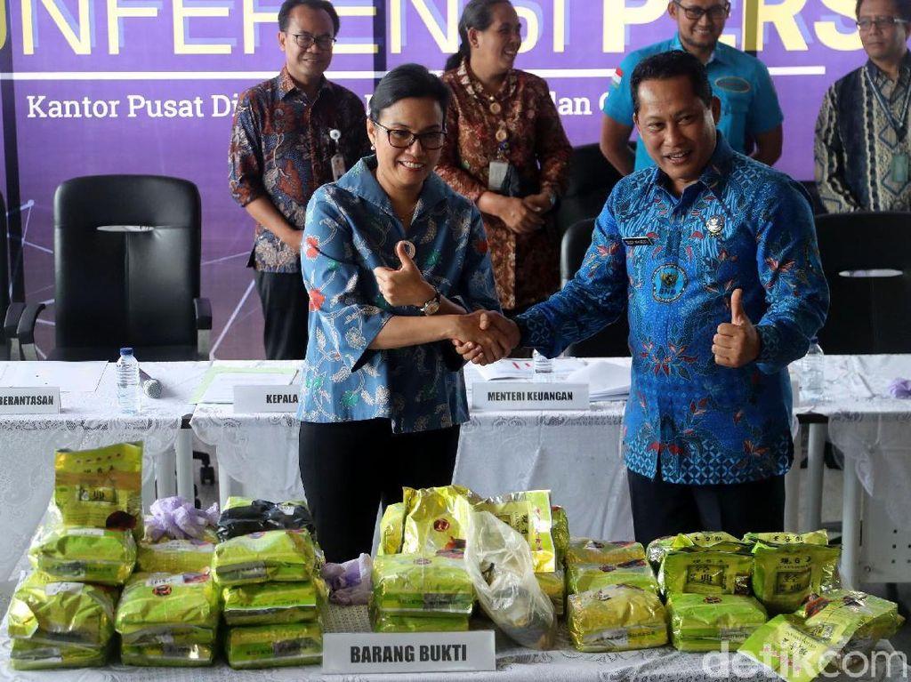 Duet Sri Mulyani-Buwas Gagalkan Penyelundupan Sabu Asal Malaysia