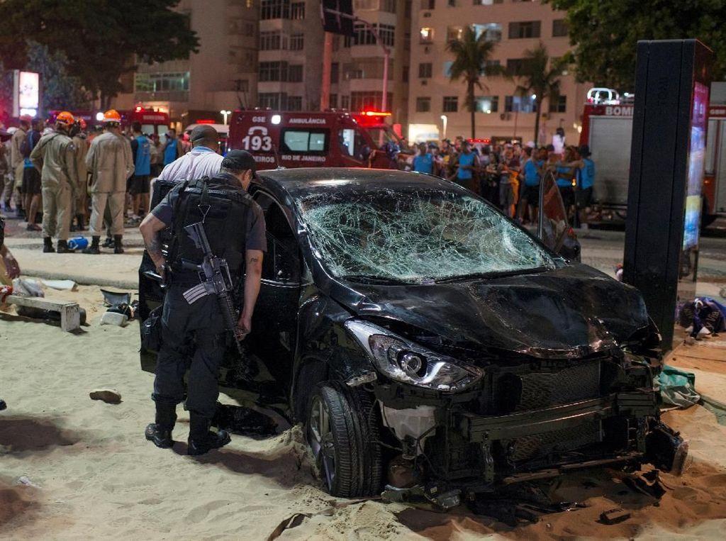 Foto: Ini Mobil yang Tabrak Pejalan Kaki di Pantai Copacabana