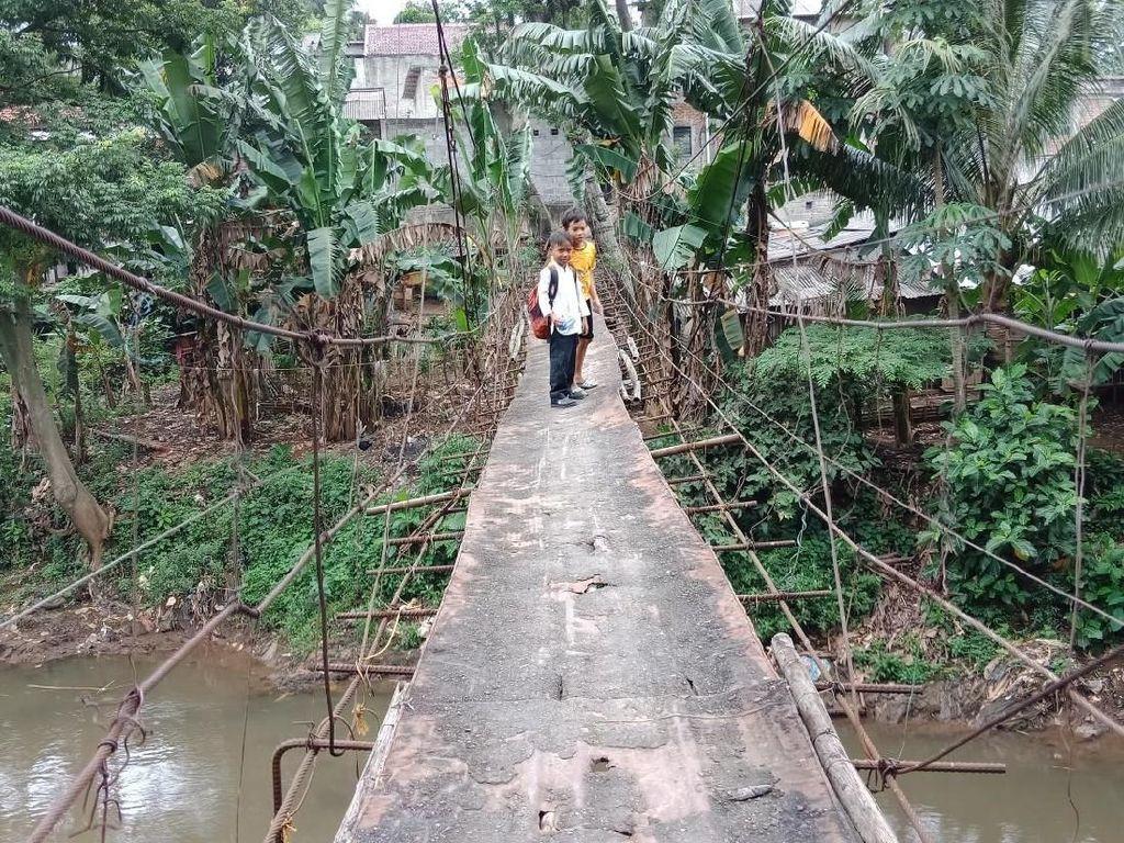 Melihat Lagi Jembatan Gantung Mengerikan Penghubung Jaksel-Depok