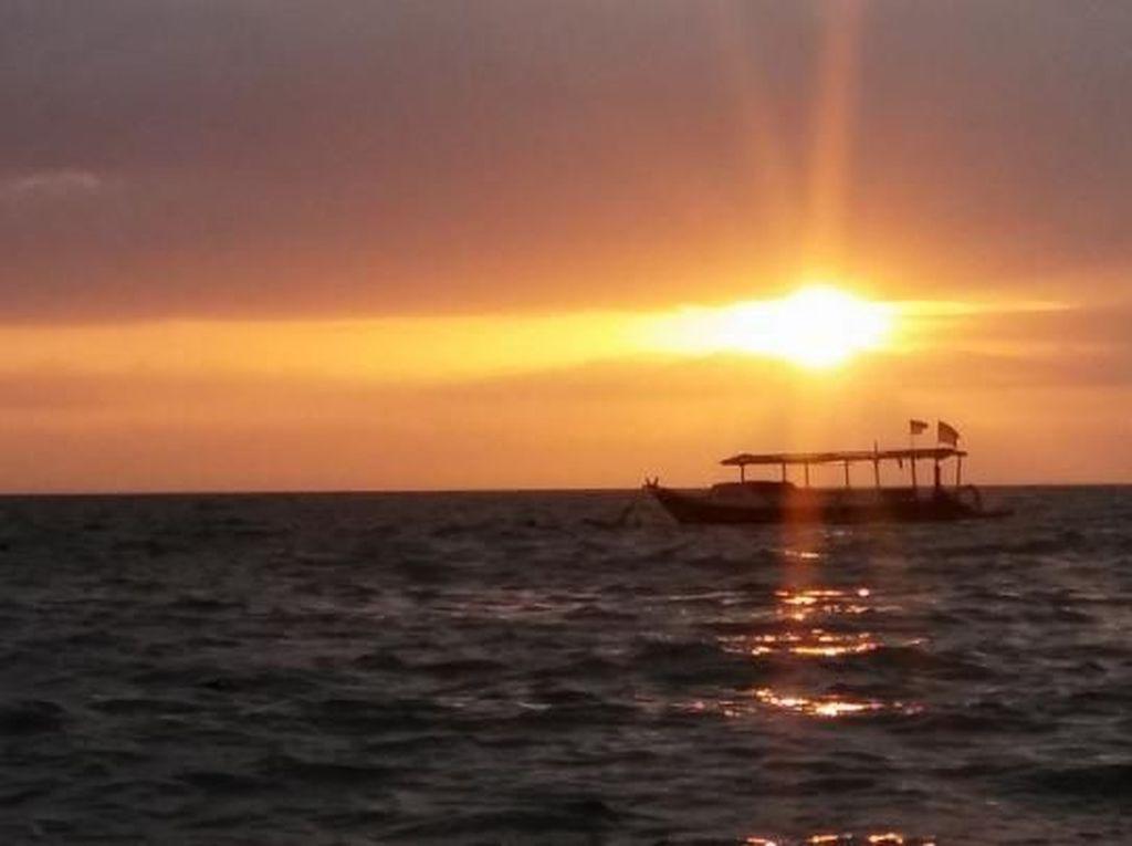 Sunset Cantik di Pantai Senggigi