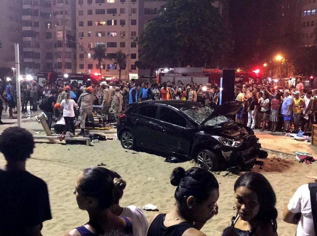 Mobil Tabrak Pejalan Kaki di Pantai Copacabana, 1 Bayi Tewas