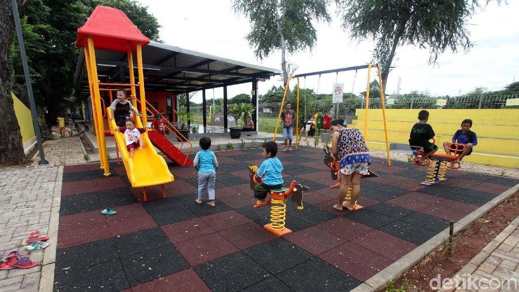 Melihat Nyamannya RPTRA Taman Pedongkelan di Jakbar