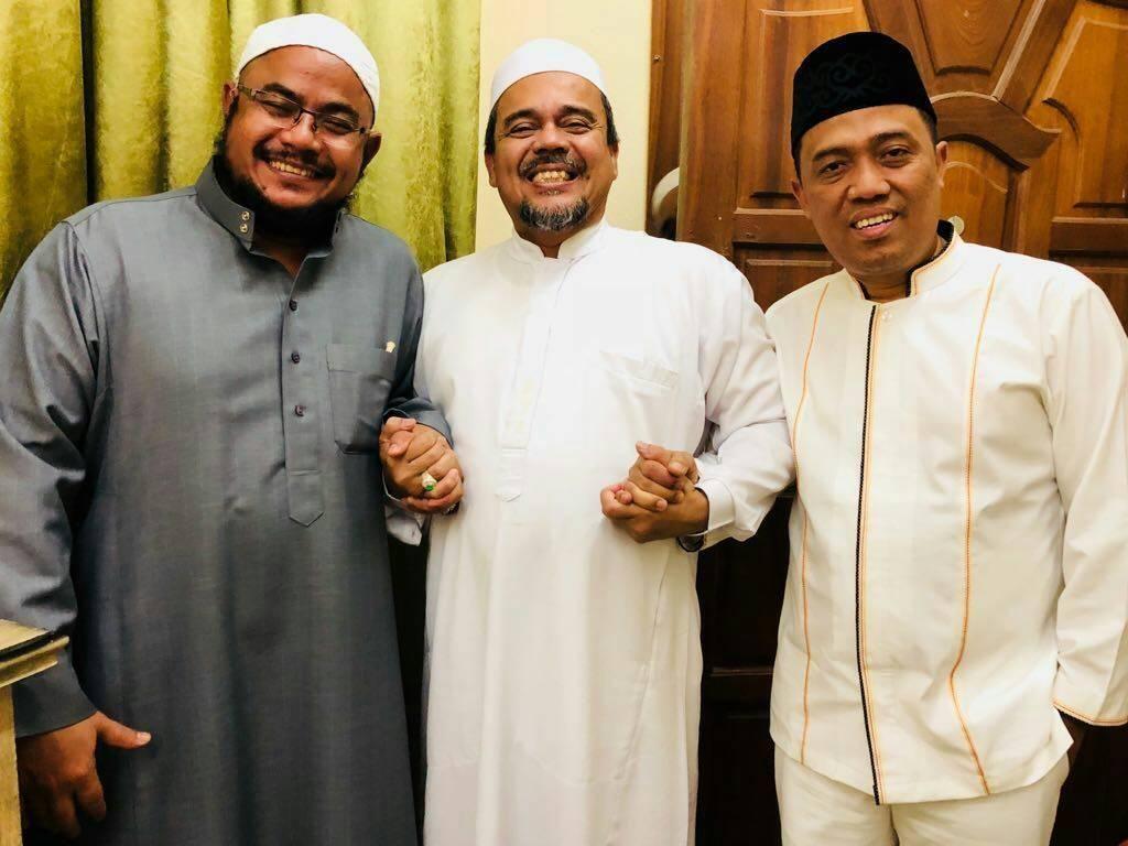 Bantuan Hukum FPI ke Mekah, Bahas Rencana Pulang Habib Rizieq