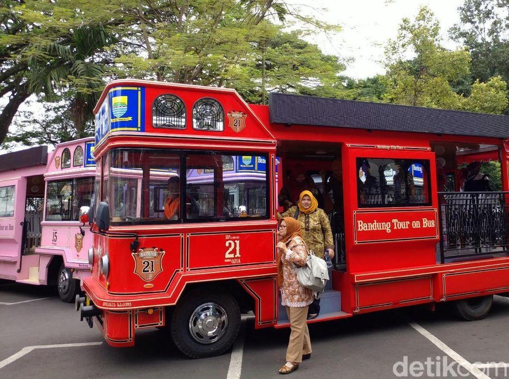 Susuri Tempat Angker di Bandung dengan Bus Bandros, Berani?