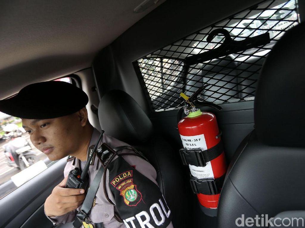 Kenapa Mobil Baru di Indonesia Wajib Punya Alat Pemadam Api?