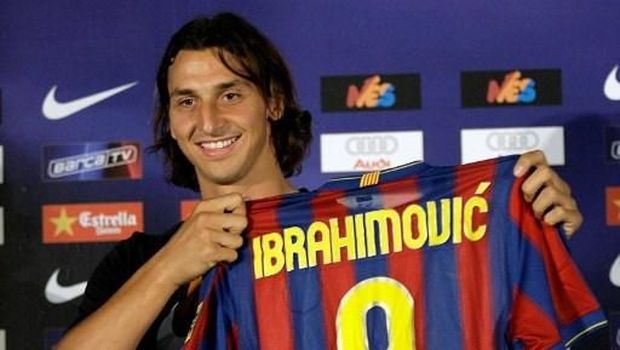 Barcelona's new signing Swedish forward Zlatan Ibrahimovic poses with his new shirt during his official presentation after signing with the Catalan giants in Barcelona on July 27, 2009 in Barcelona.                      AFP PHOTO / JOSEP LAGO / AFP PHOTO / JOSEP LAGO
