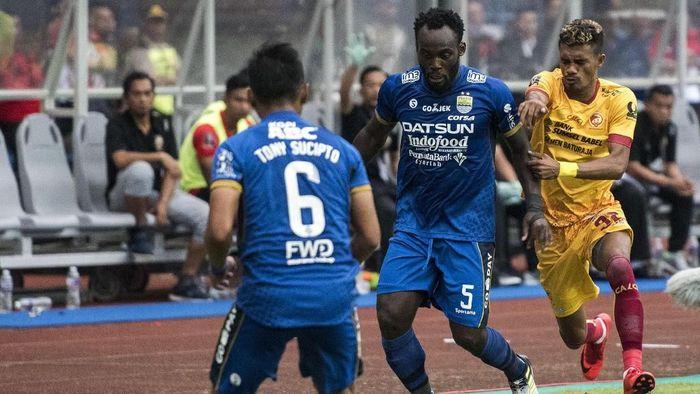 Michael Essien saat membela Persib Bandung dalam laga vs Sriwijaya FC. (M Agung Rajasa/ANTARA FOTO)