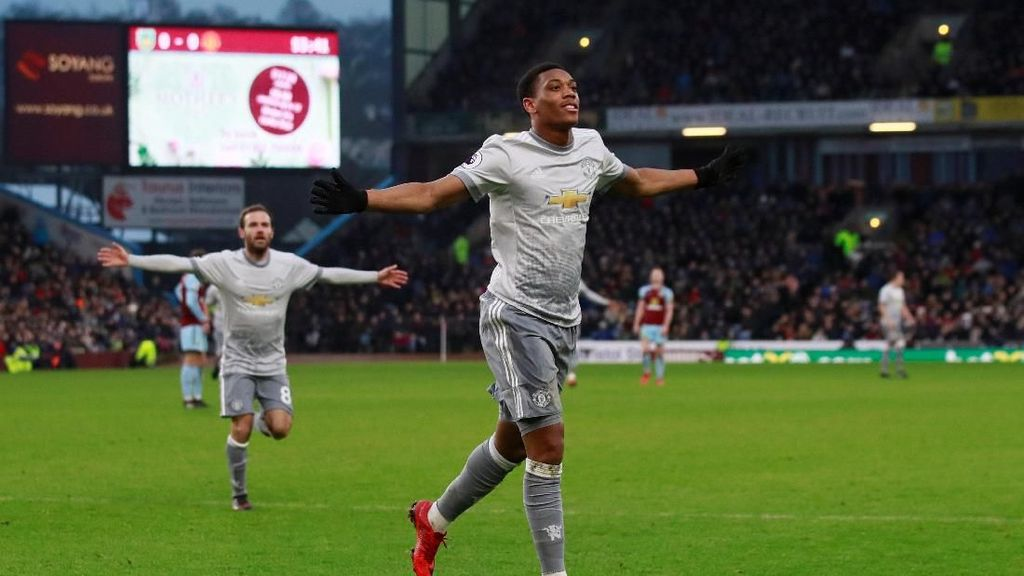 Gol Tunggal Martial Menangkan MU atas Burnley