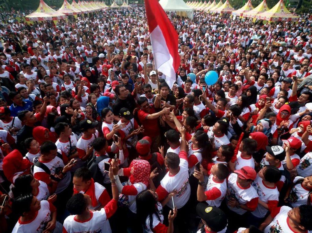 Ribuan Orang Ikut Kirab Kebangsaan Rajut Indonesia