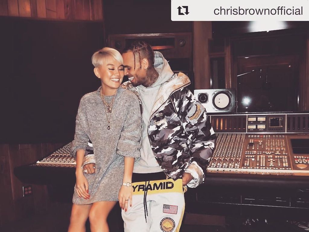 Agnez Mo Makin Hot Sama Chris Brown, Netizen Shock!