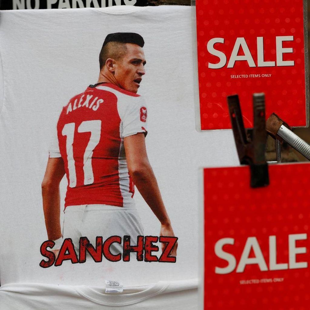 Foto: Cuci Gudang Kaus Alexis Sanchez di Arsenal